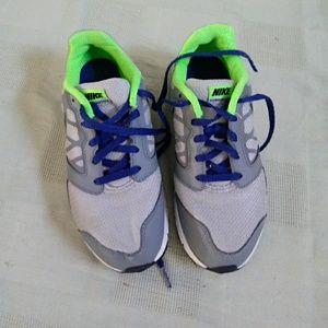 Nike big boys 3Y.  Perfect clean condition